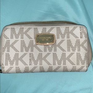 Michael Kors Jet Set Multifunction Phone Wallet